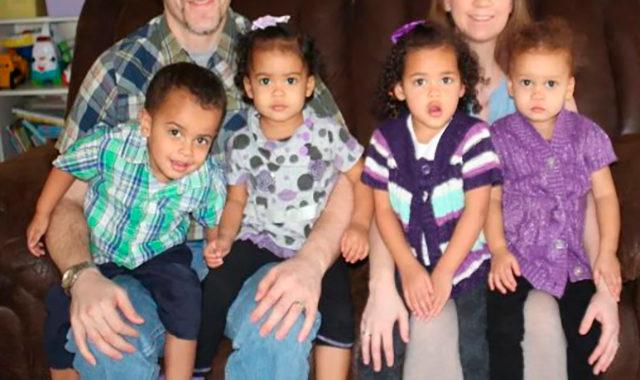 Третья пара близнецов появилась на свет. Мать потеряла дар речи, увидев свидетельство о рождении…