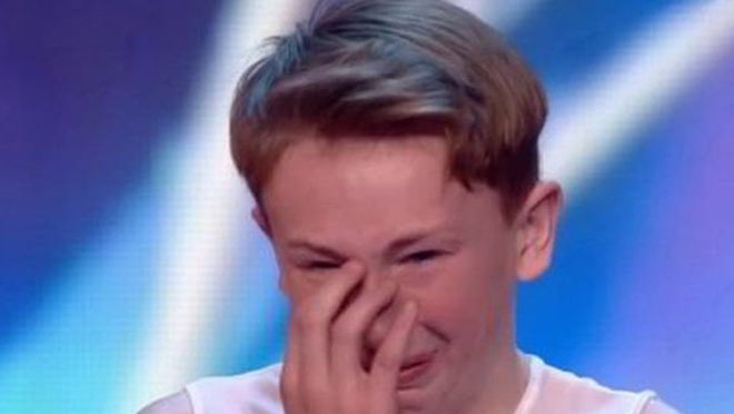 Этого молодого танцора все обзывали геем, но судья решил не молчать по этому поводу. Когда он закончил говорить, зал аплодировал…