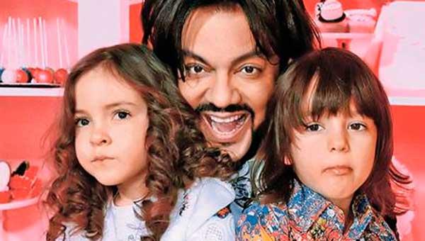 Филипп Киркоров исполнил до боли знакомую песню вместе со своими детьми. Зал ахнул…