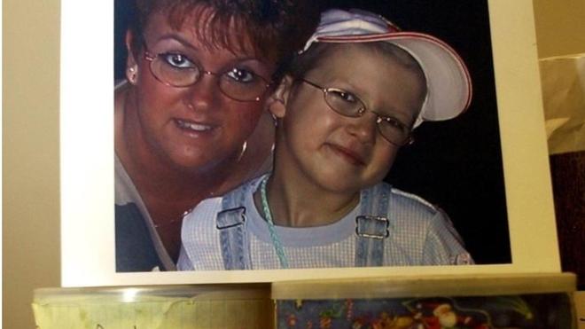 Только ради этих пожертвований мать лгала 7-летней дочери. Она говорила ей, что у неё рак…