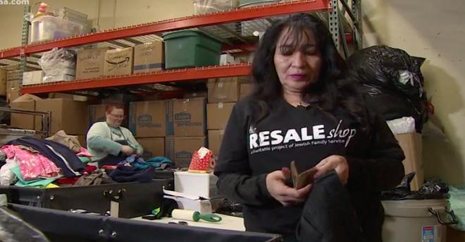 Когда она проверяла одежду в центре помощи бездомным, то нашла нечто такое, от чего у неё пропал дар речи…